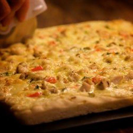 Chicken Alfredo Pizza! #pizzalovers #cheesy #pizza #chicken