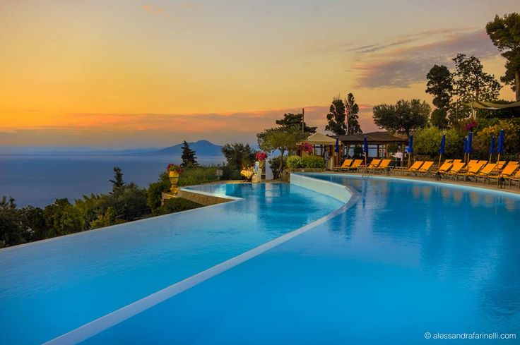 the stunning #infinitypool of Relais & Châteaux Caesar Augustus Hotel overlooking the Bay of Naples. #RelaisChateaux #Italy