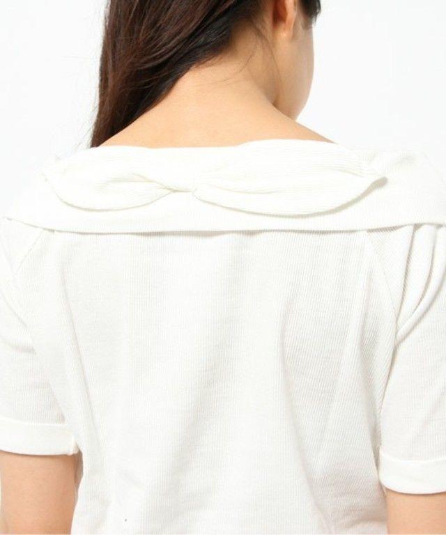 【バックリボンオフショルプルオーバー】柔らかく肌触りの良い生地に、バックのリボンデザインがフェミニン…