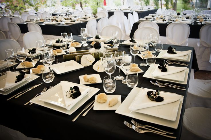 Tavolo ricevimento in bianco e nero Foto di Simona Weddings www.matrimonio.com/wedding-planner/simona-weddings--e101468
