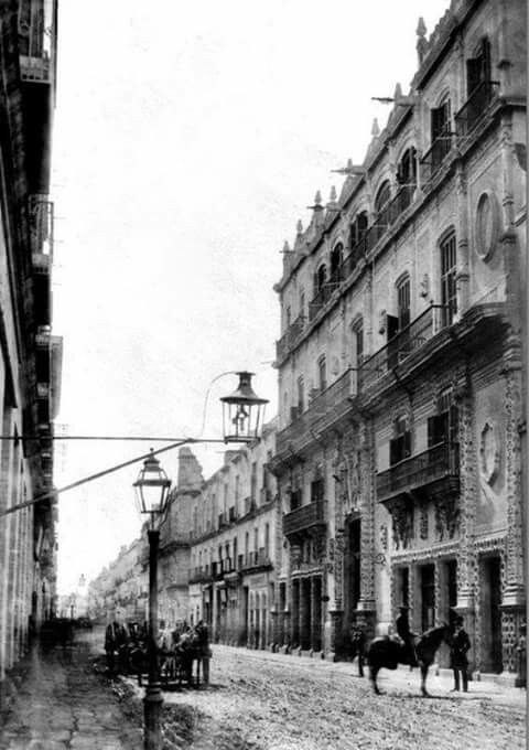 Calle Madero 1858