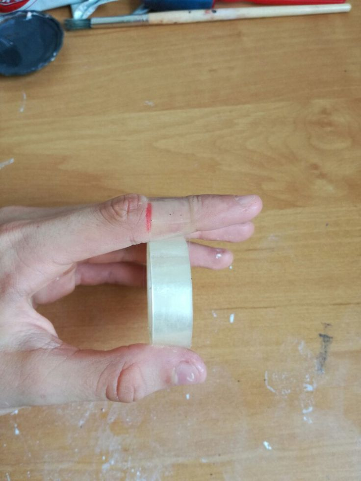 Rapp the tape around your finger to create a claw
