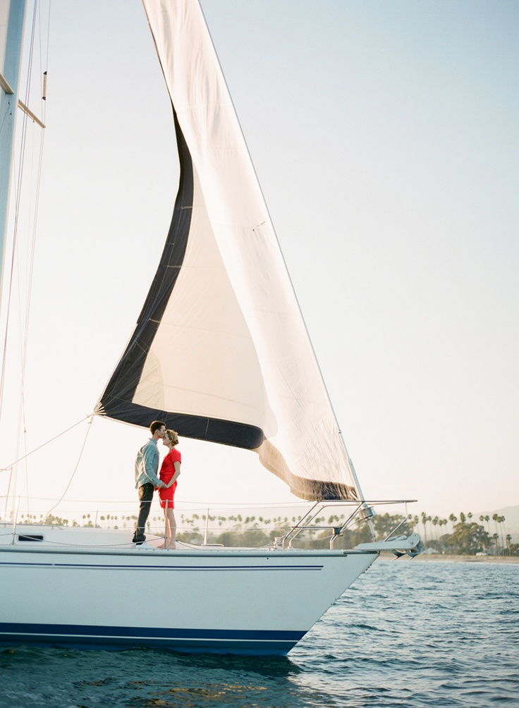 Boat Bateau Voile Kiss Couple Boat Pinterest Sailing Design And Sail Away