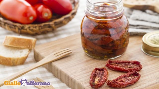 Pomodori secchi sott'olio  Canned dried tomatoes