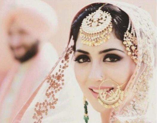 Sikh bride: beautiful makeup and jewelry