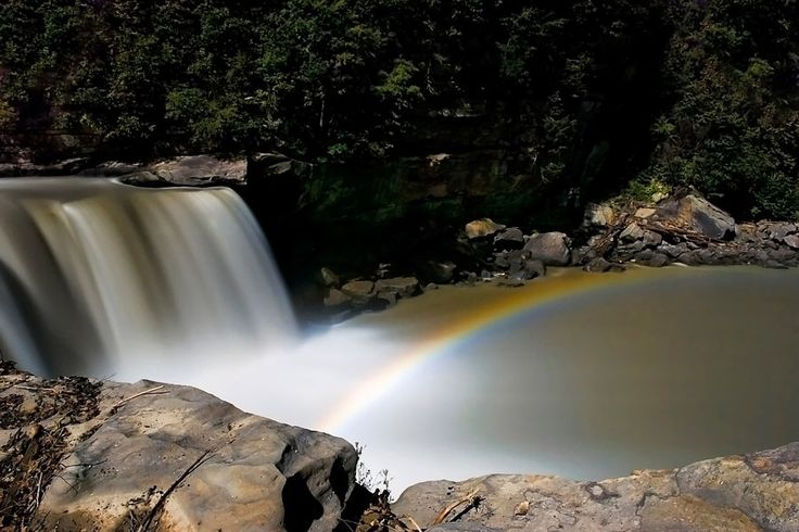 Best Natural Wonders in the South: Cumberland Falls Moonbow (Kentucky)
