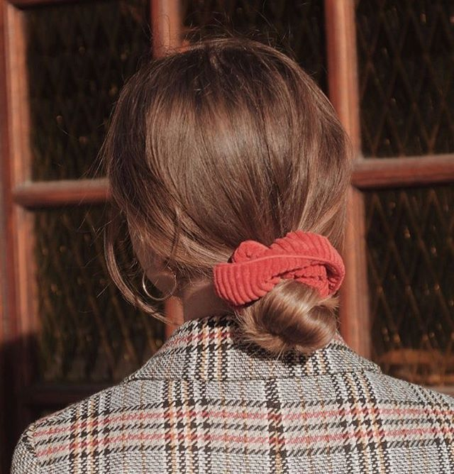 20 Ways To Wear Scrunchies How To Wear A Scrunchie Scrunchie Bun Scrunchies Tartan Scrunchie How To Use A Scrunc Hair Styles Aesthetic Hair Shoulder Hair