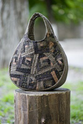 bag by Yoko Saito so cool!  I think this is someone else using Yoko's pattern.   Neat to also see longer handle.