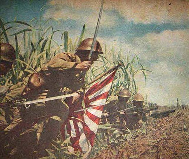Lieutenant Colonel Hatsuo Tsukamoto leading his infantryman to assault Kokoda village and airfield (New Guinea july 1942)