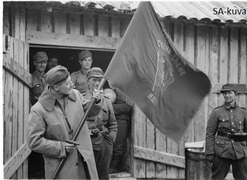 Finnish officer with his mens showing soviet red army flag wich they captured from the enemy Rukajärvi 1941.09.12