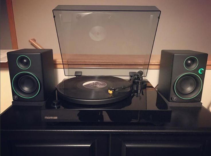 @abreathoffreshmusic enjoying some wax. . . . #fluance #mackie #turntable #deck #record #musiclover #highfidelity #hifi #spin #respecttherecord #recordplayer #LPs #recordcollection #lifeat33rpm #vinyl #classic #wax #nowspinning #vinylrecords #RT80