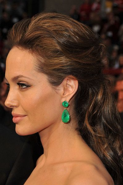 Lorraine Schwartz Colombian emerald drop earrings; Angelina Jolie - 2009 Oscars