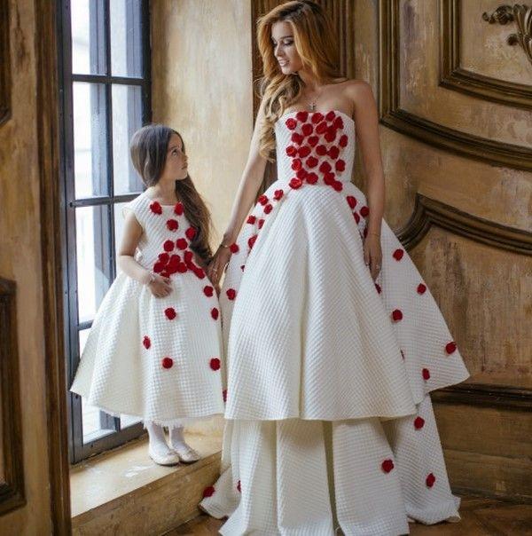 Family look - красивые фото идеи для мамы и дочки в одинаковых платьях