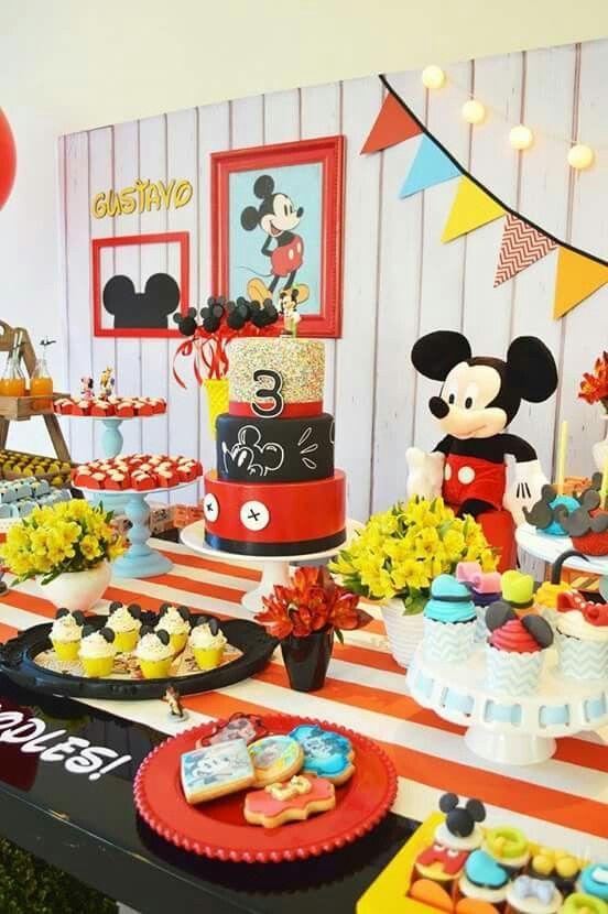 Hoy iniciamos el Fin de Semana con buenas Ideas para el #cumpleaños de los más chiquitos de la casa. Tema #MickeyMouse  #Eventssplanner #Compartiendoideass #Mickeymouseparty #fiesta #Piñata #Cake #disney #eventos #celebracion #torta #party
