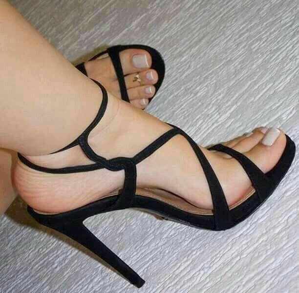 hotness! love her sexy toes & heels!