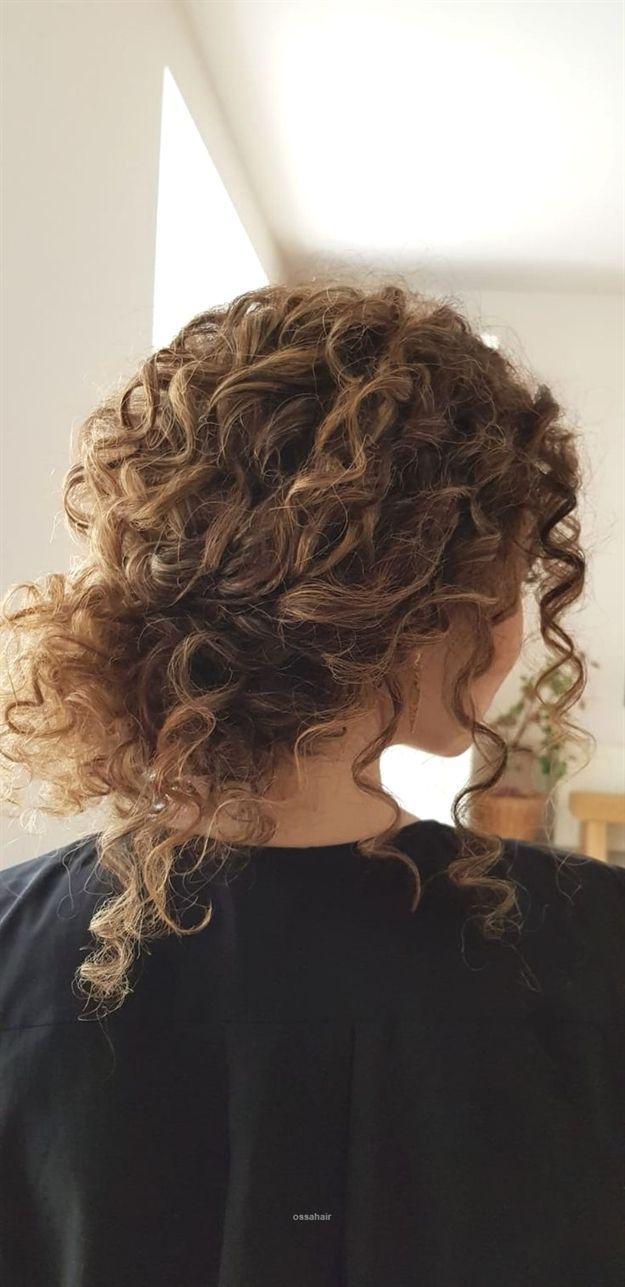 Curly Hair Hochsteckfrisur Fur Die Hochzeit Meiner Schwester Danke Nicole Drege Jullyia In 2020 Curly Hair Styles Naturally Curly Hair Styles Natural Hair Styles