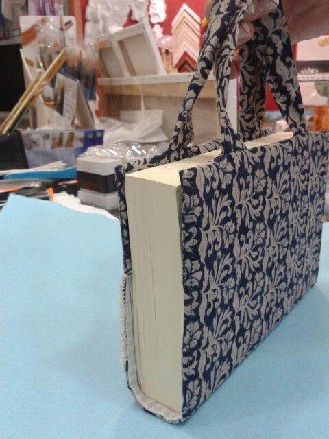 Porta libro artesanal.