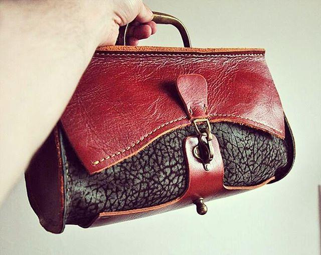 Sac de voyage. Small leather handbag with a vintage door-handle by @burtsevbags