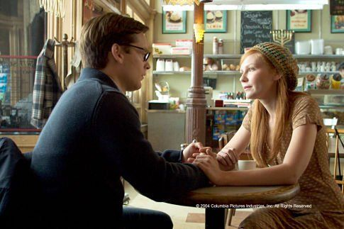 Still of Kirsten Dunst and Tobey Maguire in Spider-Man 2 (2004)