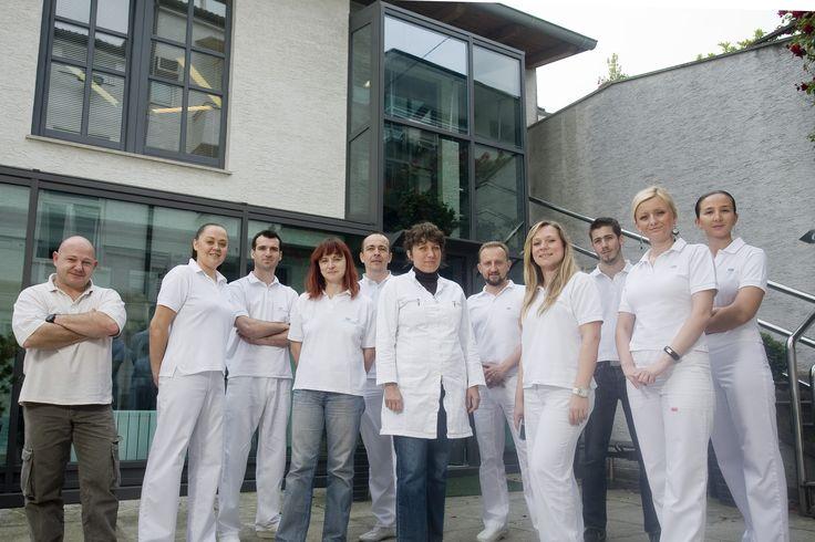 All-on-4™ Wenn Sie im Laufe der Jahre aus irgendeinem Grund einen oder mehrere Zähne verloren haben, stehen Ihnen 2 Möglichkeiten zur Verfügung - das Einsetzen einer Zahnbrücke oder ein Implantat. http://zahnarzte-kroatien.com