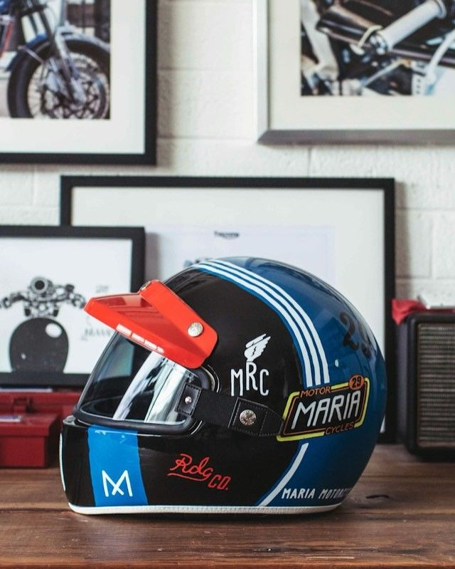 Press Play ▶️ The coolest modern-retro helmet of 2016✊ The Nexx XG 100 - Muddy Hog Helmet Full review coming soon Check out @nexxnorthamerica @nexxhelmetsusa @nexxhelmets Graphics by @maria_riding_company Daft Punk Derezzed . #Sideroist #sideroist_gearreview #nexx #caferacer #motorcycle