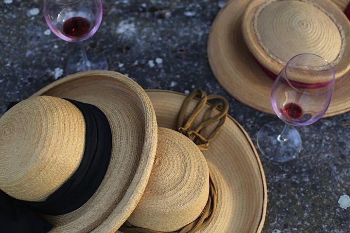 Cappelli di paglia toscani e vino Chianti Classico