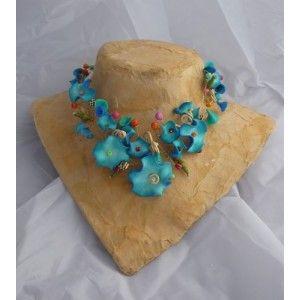collier bleu pétales