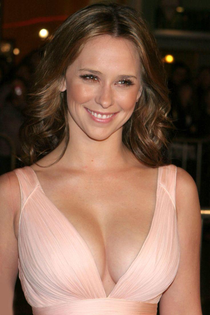 Jennifer Love Hewitt in a plunging pink dress