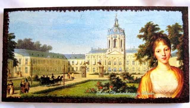 #Tablou din #epoca #aristocratica, tablou #lemn cu #femeie in prim plan cu #palatul #Charlottenburg din #Germania in #fundal http://handmade.luxdesign28.ro/produs/tablou-din-epoca-aristocratica-tablou-lemn-cu-femeie-in-prim-plan-17457/