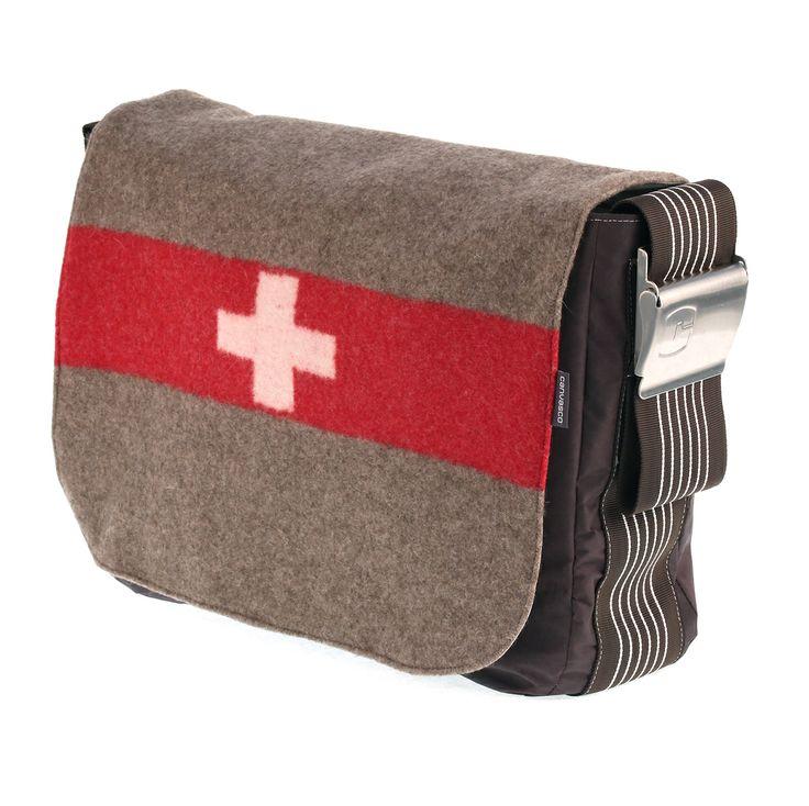 """Unikatowa torba wykonana z żagla, pokrywa wykonana z oryginalnego wojskowiego koca ze Szwajcarii...Swiss made"""" to synonim najwyższej jakości, no i….niestety odpowiednio wysokiej ceny, ale dla was tylko 759PLN"""
