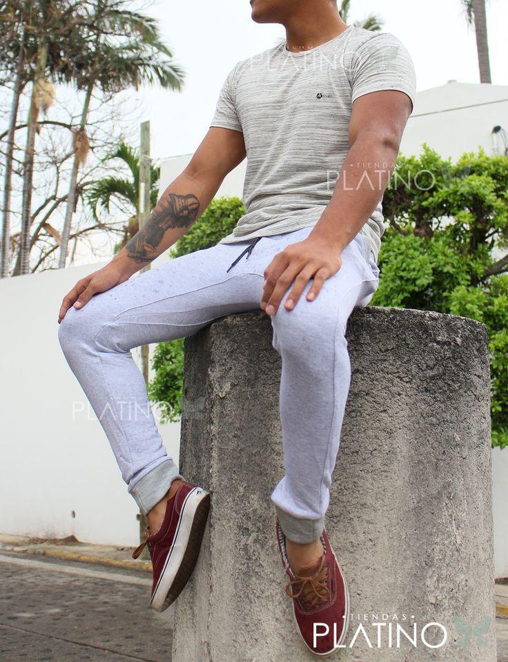 """Playera beige en algodón con diseño urban y pants jaspe slim fit. Artículos hechos en México por la marca """"Moon & Rain"""" y de venta exclusiva en """"Tiendas Platino"""" #TiendasPlatino #Moda #Hombre #Camisa #Pantalón #Calzado #Mocasín #Outfit #Mens #Fashion #Dapper #Ropa #México #Looks #Style #Playera #pants #urban #streetstyle #urbanstyle #jogger"""
