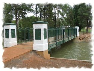 The canal is one of the main features of Griffith, as part of a man-made irrigation system. The canal is now the centrepiece of City Park. #Griffith #Australia #Riverina