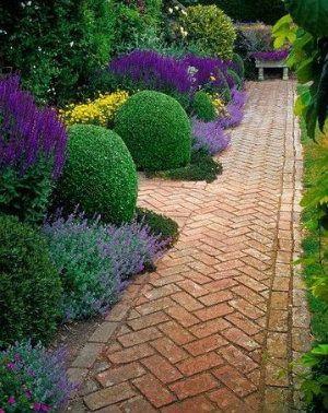 Red brick crazy paving path (Brick Patio Step)