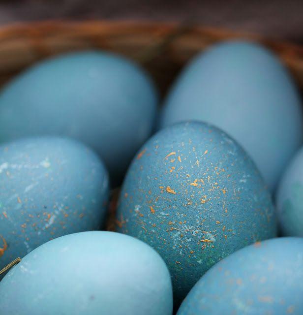 Unbedingt wollte ich dieses Ostern naturgefärbte Ostereier auf dem Tisch stehen haben. Dazu hatte ich im Vorfeld einige Anleitungen...