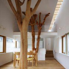 Van die vier grijze pilaren kunnen we met papiermache/hout/takken en een pot verf heel makkelijk vier bomen maken. Groeien, bloeien, groter denken :)