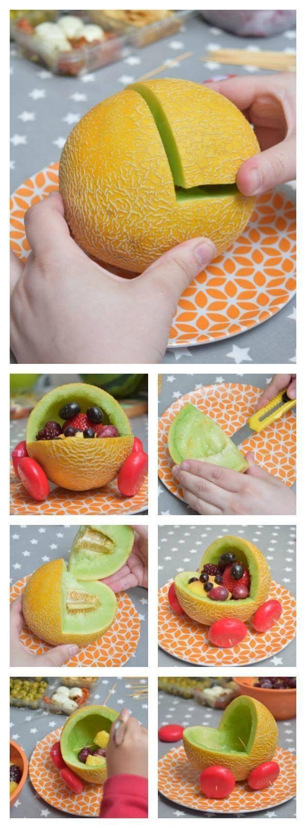 Melone, die eine nette Babyparty-Idee schnitzt   – Babyparty