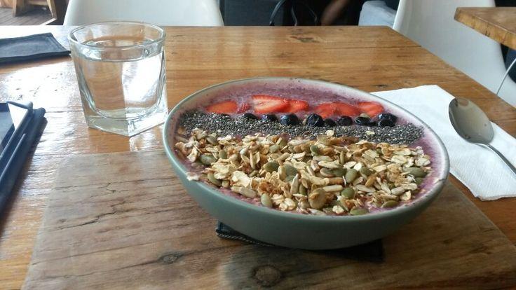 Komako smoothie bowl -Sprout coffee Canguu Bali
