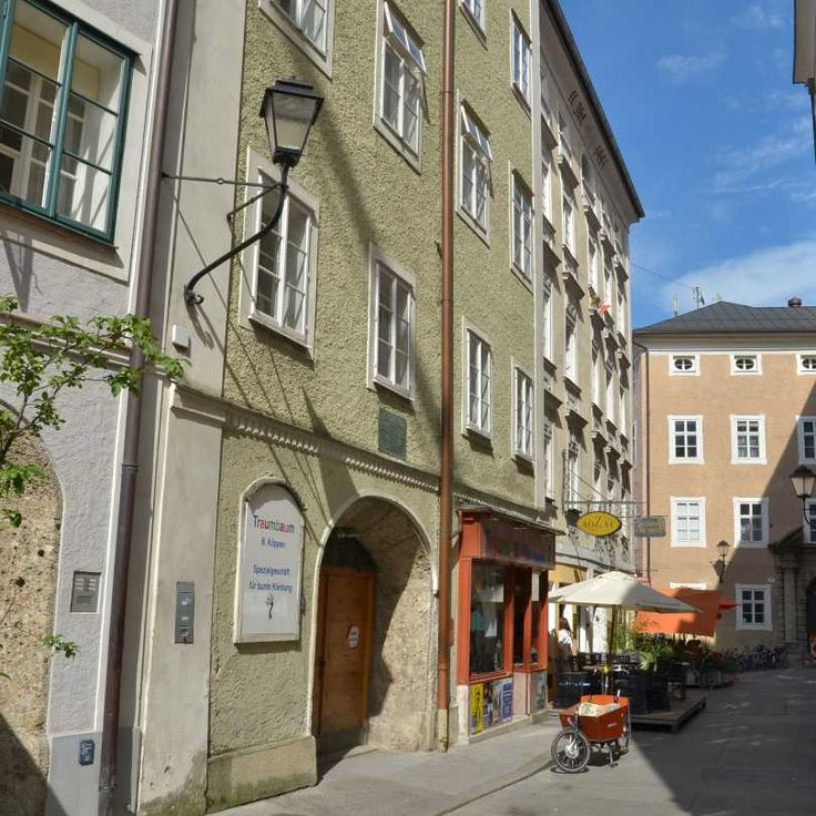The dense streets and squares of this quaint, baroque, alpine town are available for film and photo productions.