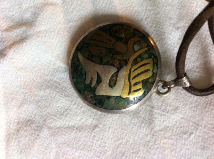 Ett annat favorit smycke. Tillverkat av Mayaindianerna i Guld,silver, koppar ädelstenar