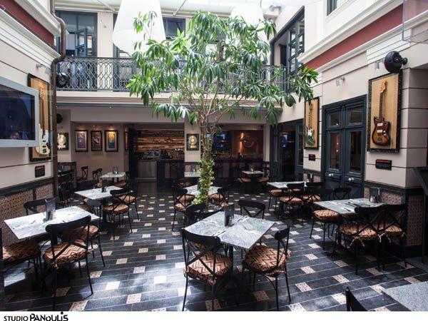 Το μπαρ του Hard Rock Cafe Athens καλωσορίζει το αθηναϊκό κοινό