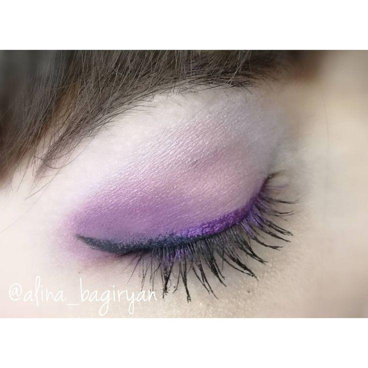 Для создания образа использовались��: ��Лицо: Сияющая тональная основа Ivory 1 #marykay, Тональная основа Sand + Румяна #elfcosmetics, Рассыпчатая минеральная пудра #nyxcosmetics ��Брови: #essence 02 Brown ��Глаза: #elfcosmetics, Матовые тени для век Ballerina Pink (подвижное веко) + Iris (внешний уголок глаза) #marykay, Угольно-черная подводка для глаз #vivienesabo + Цветная подводка #marykay, Маскара Telescopic #lorealparis ��Губы: Матовая помада Posh Petal #avon…