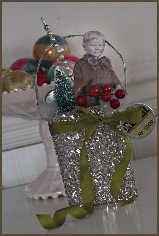 photo ornament: Christmas Cards, Christmas Inspiration, Altered Photos, Vintage Photos, Altered Object, Altered Art, Christmas Trees, Christmas Ideas, Photos Ornaments