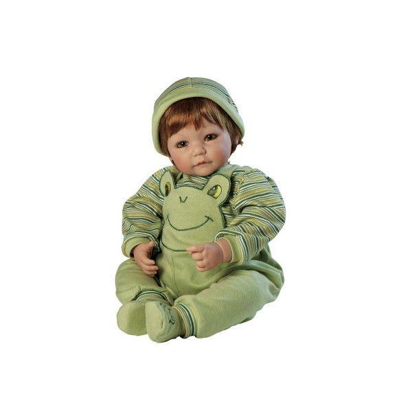 Deze lieve Adora peuterpop heeft mooie groene ogen en echte wimpers.Hij heeft rood haar en een mutsje op. Hij draagt leuke kleding en ruikt heerlijk naar baby poeder. Hij is ruim 50 cm groot.Een lieve pop om eindeloos mee te spelen.Leeftijdsadvies:3