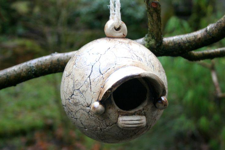 Nistkästen & Vogelhäuser - Keramik Nistkugel, Nistkasten, Zaunkönig, Meisen - ein Designerstück von Atelier-MJ-Arts bei DaWanda