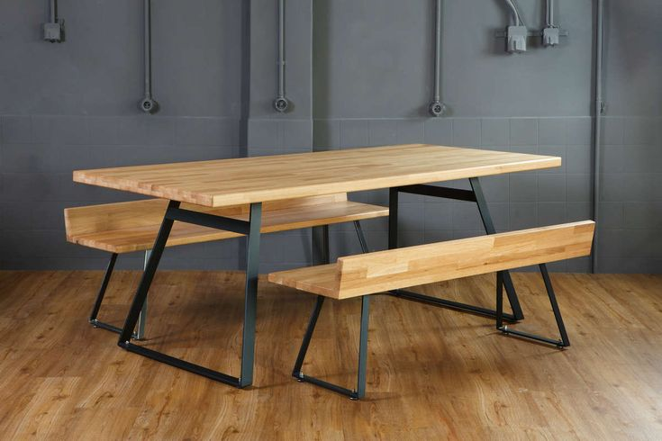 Fu.Mod.Tab.1   Dining table of max 8 seats with metal legs and wooden surface from oak or plywood.
