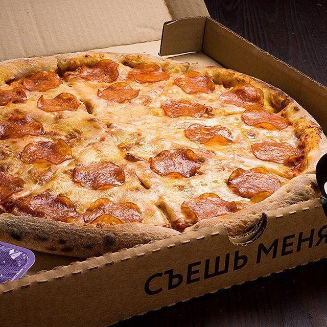 """В меню доставки """"Слайс пиццы"""" есть легендарная пицца """"Пепперони""""! В ней фирменный соус, сыр Моцарелла, колбаса пепперони, все это на ферментированном тесте. ❗️Заказывай пиццу на сайте👇 🍕www.theslice.pizza 🛎Кухня/мск/м.Пролетарская Заказывай пиццу на сайте 🚗Привезем за 40 мин. ⏱Время работы: 10.00-23.00 ☎️ + 7 (499) 110-20-80 📲 8 985 618 88 55 (Viber/WhatsApp)  #пиццамосква #пиццапепперони #доставкапиццымск #еданадоммосква"""