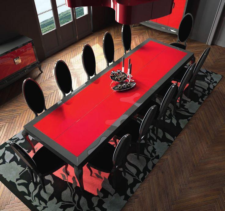 Con unos acabados en smoke piano y rojo piano será la figura principal de tu comedor de diseño con un estilo único y exclusivo. Sus materiales de primera calidad hacen de esta una pieza preciada y única. Consúltanos en nuestra tienda de muebles modernos en Madrid.