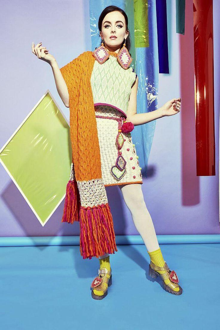 Вы удивитесь цвету, наивности в лучшем понимании и творческому потенциалу, рассматривая новую коллекцию вязаной одежды Katie Jones Осень-Зима 2016/17. Бри