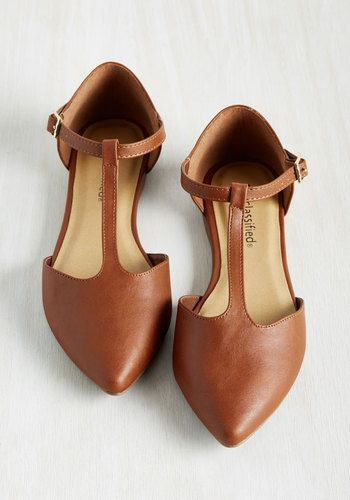 Keep your feet cozy and chic throughout the day by buckling into these chestnut brown flats. From morning meetings to girls' night gambols, this T-strap pair, which touts a pointed toe and a faux-suede finish, assures that you're in style for every occasion!