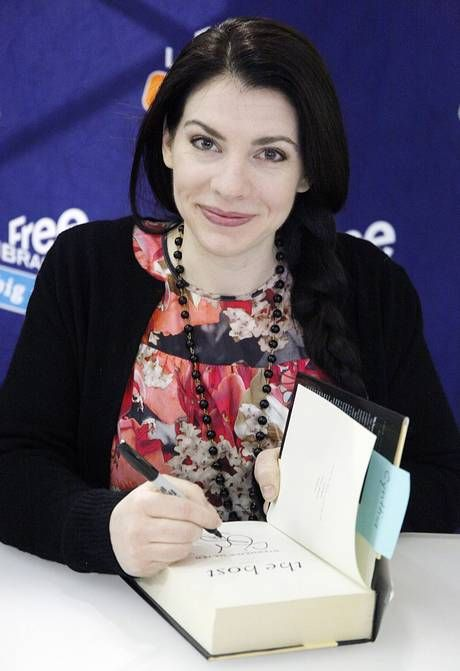 Stephenie Meyer signing a copy of The Host.  I CAN'T WAIT for the next book in the series!! 5 years is tooooo longggg!
